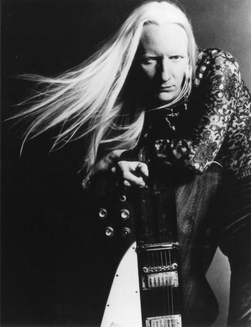 Johnny Winter mit seiner Gitarre