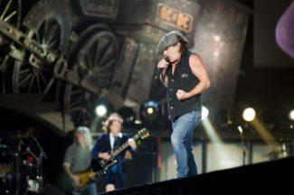 Angus Young auf der Bühne mit AC/DC