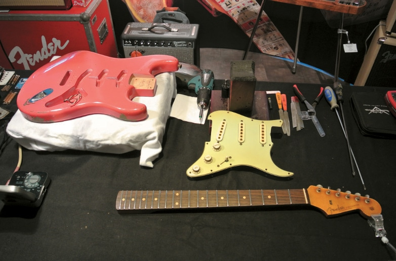 Fender Custom Shop Strat in Einzelteilen