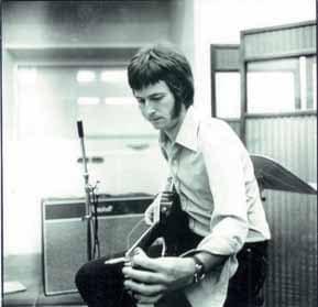 Eric Clapton im Studio mit Gitarre