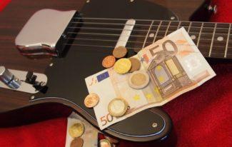 Gitarre mit Geld