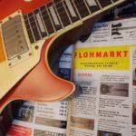 Gitarre auf Zeitung