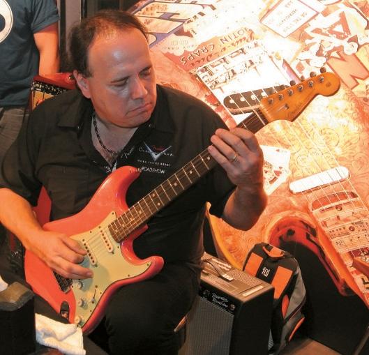 John Cruz an der Gitarre