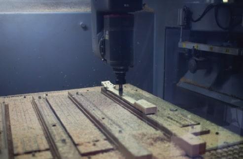 Hals in der CNC-Fräse