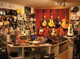 Ständig 600 Gitarren zum Antesten bereit