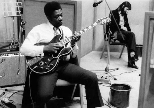 BB King mit Gitarre