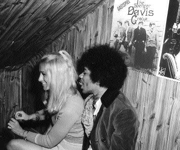 Hendrix-mit-Groupie