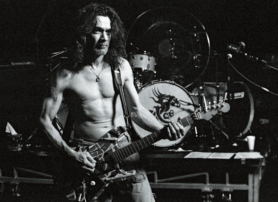 Eddie Van Halen performt Live mit seiner Frankenstrat