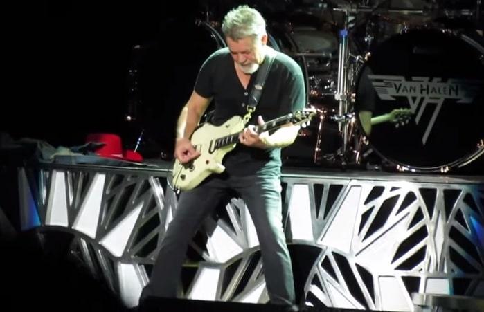 Eddie Van Halen mit Gitarre