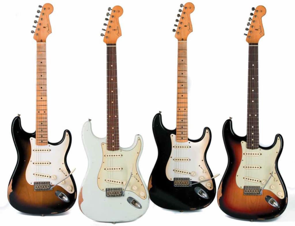 Vier Fender Stratocaster in verschiedenen Farben