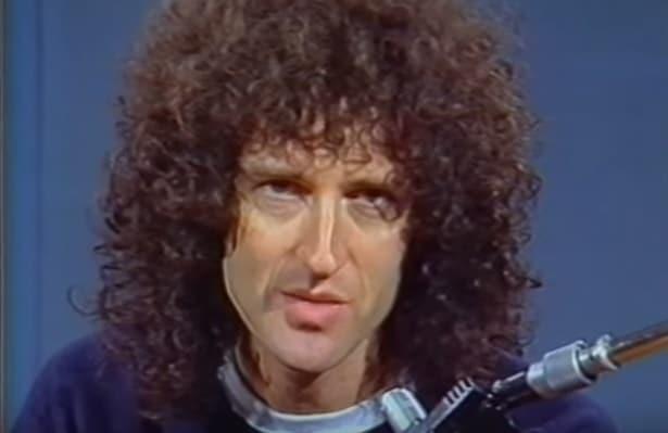 Brian May mit Wuschelmähne & ohne Bart