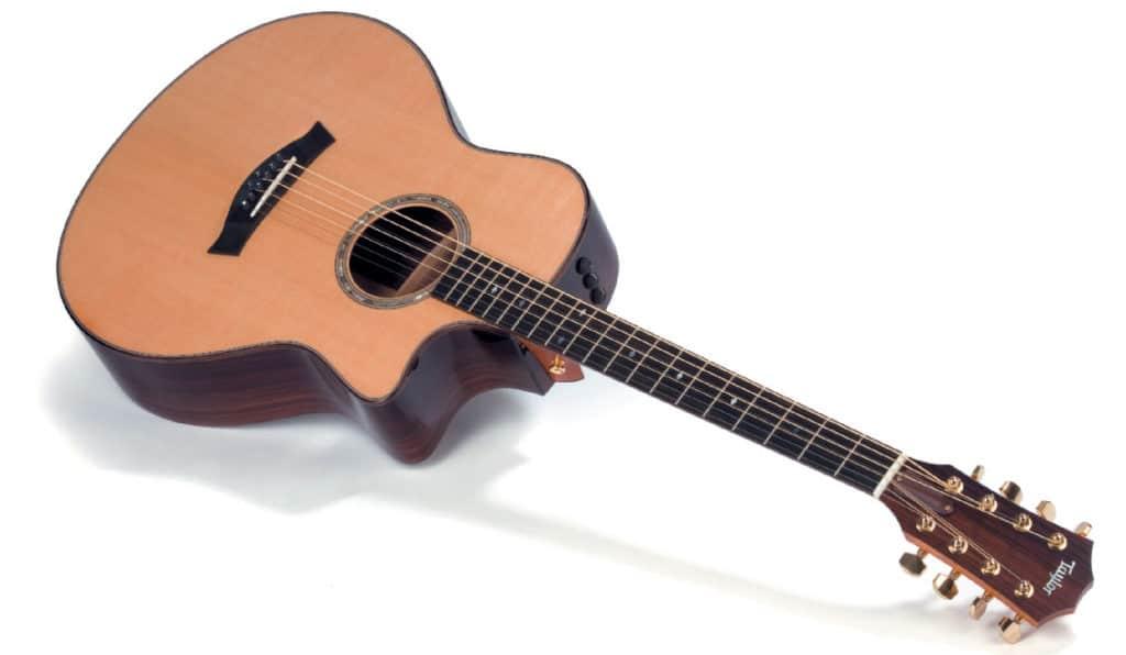 Taylor Akustik-Bariton, liegend