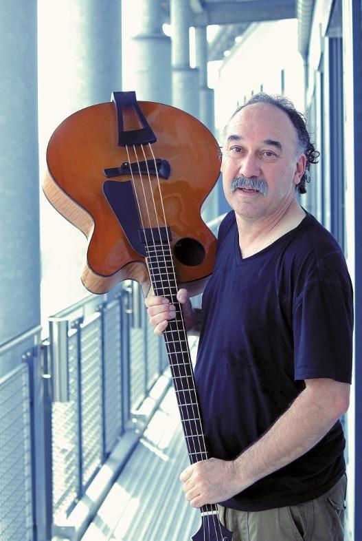 Bobby Vega mit Bass