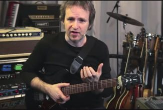 Peter Fischer mit E-Gitarre