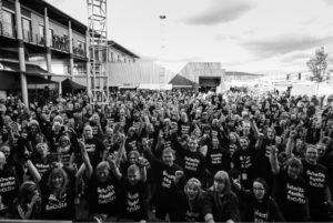 """Warwick-Kampagne """"Bassisten gegen Rassisten"""""""