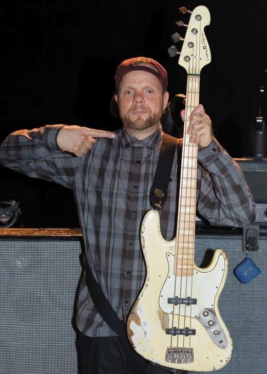 Torsten Scholz mit seinem Bass