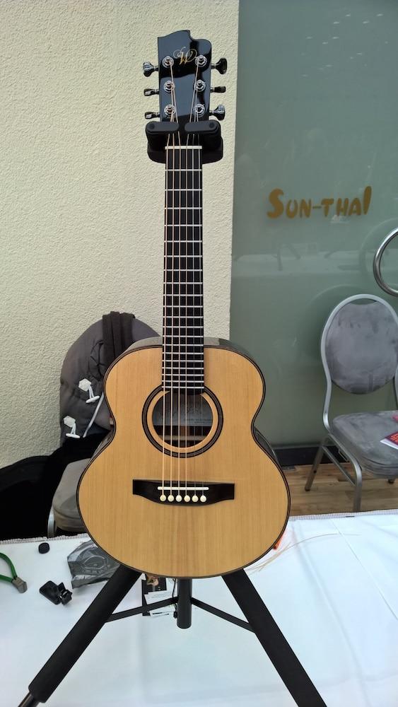 Perry White Guitars1