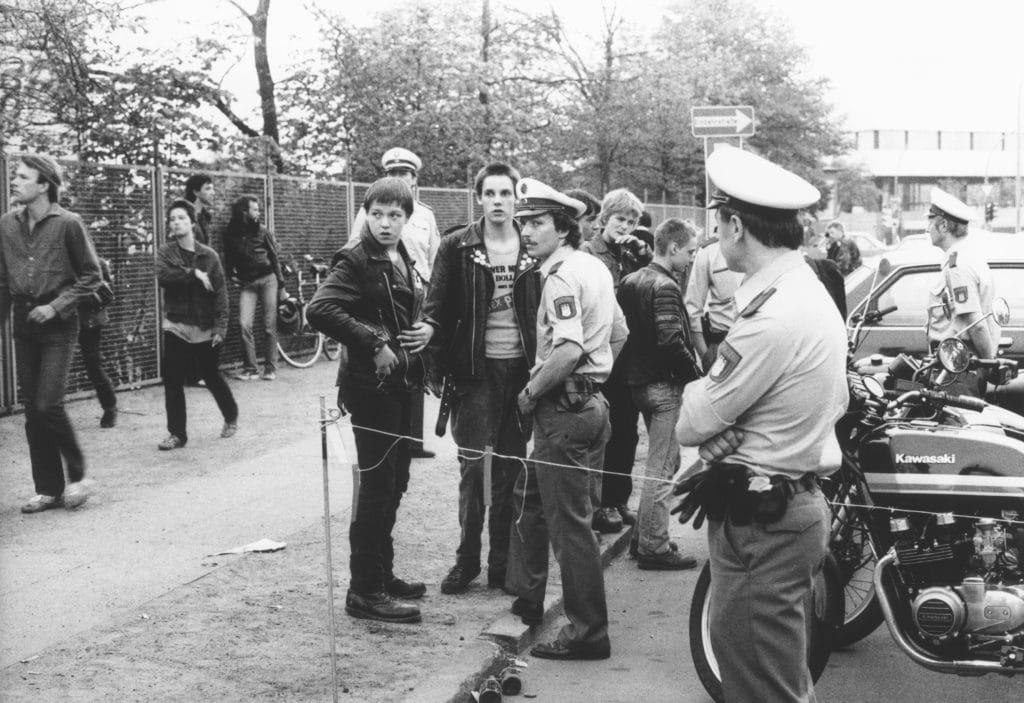 Polizeikontrolle bei Punk-Konzert 1981