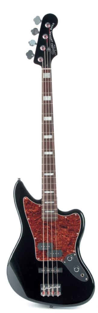 E-Bass von Squire, stehend
