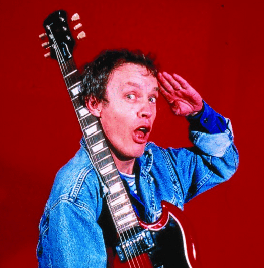 Angus Young mit Gitarre