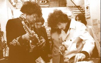 Jimi Hendrix mir Freunden