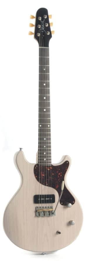 E-Gitarre von Deimel Guitarworks, weiß, stehend