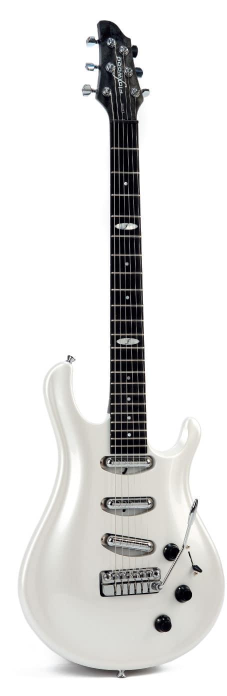 E-Gitarre von Flaxwood, weiß, stehend