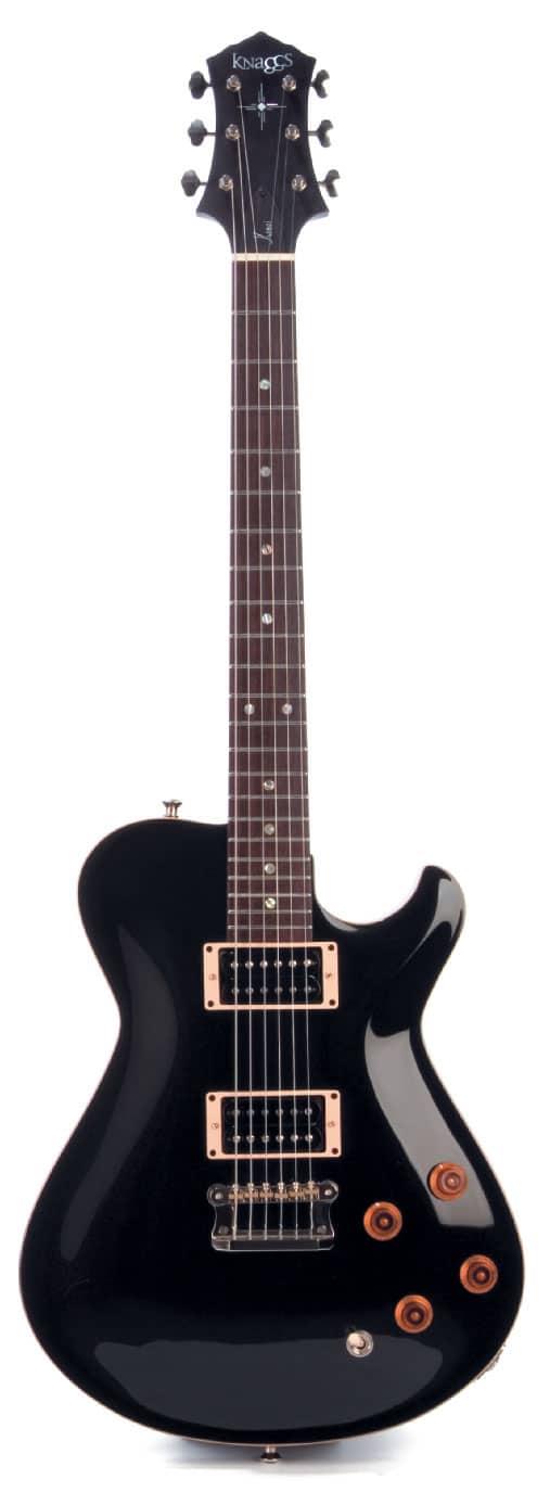 E-Gitarre von Knaggs, schwarz, stehend