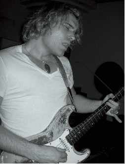 Gitarrist PHILIP SAYCE