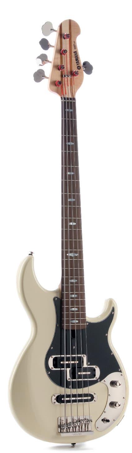 E-Bass von Yamaha, stehend