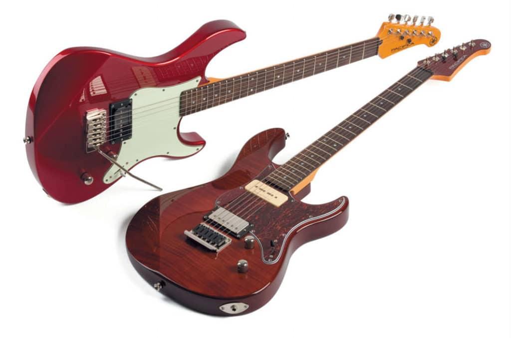 Zwei Yamaha-E-Gitarren in Strat-ähnlichem Design, rot