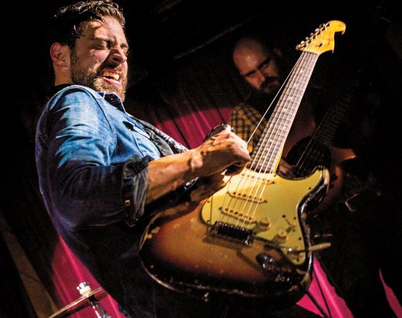 Dan Patlansky mit Gitarre