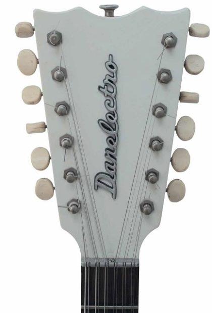 Kopfplatte einer Danelectro Gitarre
