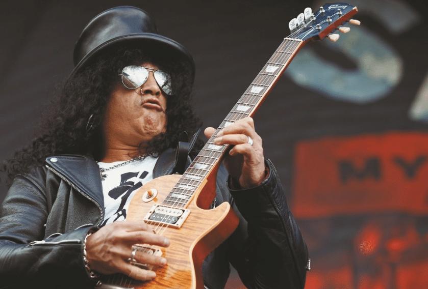 Slash auf der Bühne in Aktion