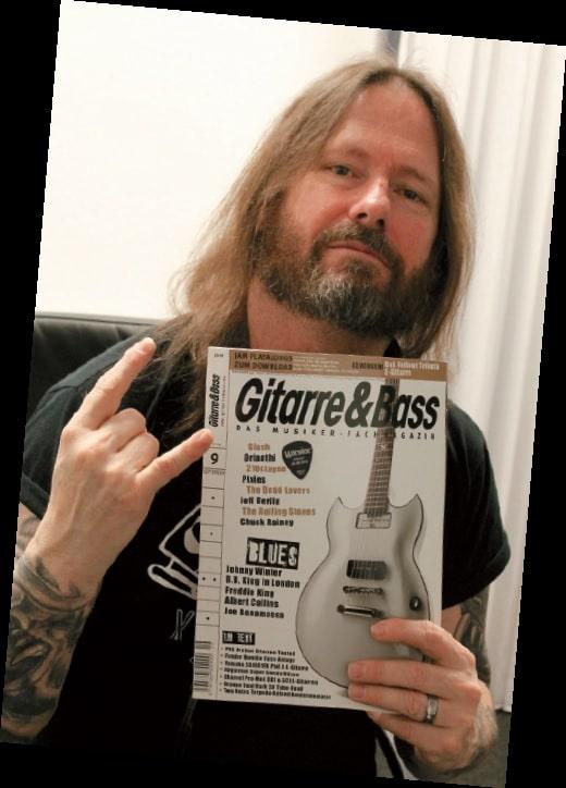 Gary Holt mit Gitarre & Bass