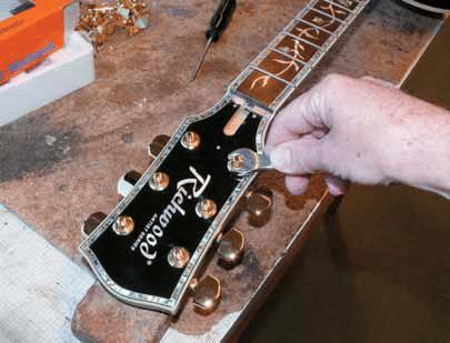 mechanikmuttern-mit-schlüssel-festschrauben