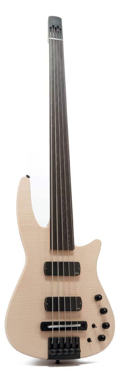 Fünfsaitiger E-Bass von NS Design, stehend