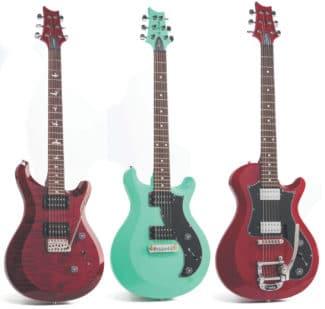 Drei E-Gitarren von PRS, stehend