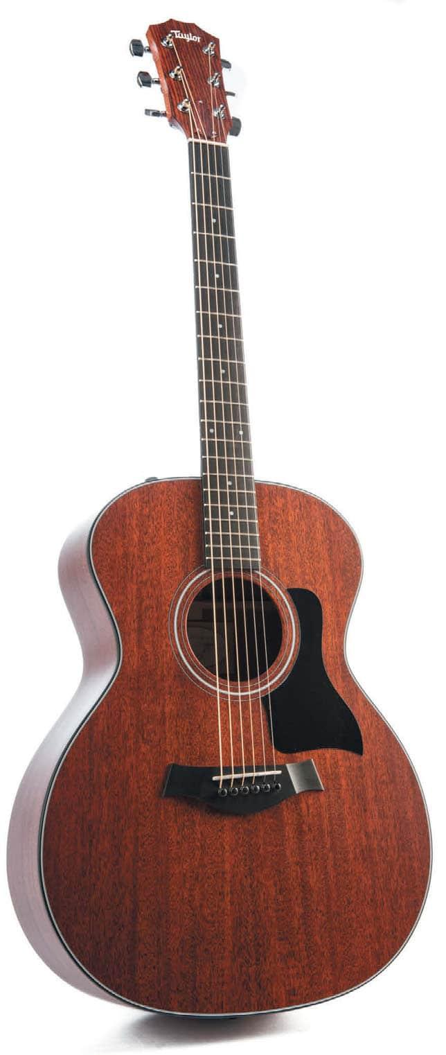 Akustik-Gitarre von Taylor, stehend