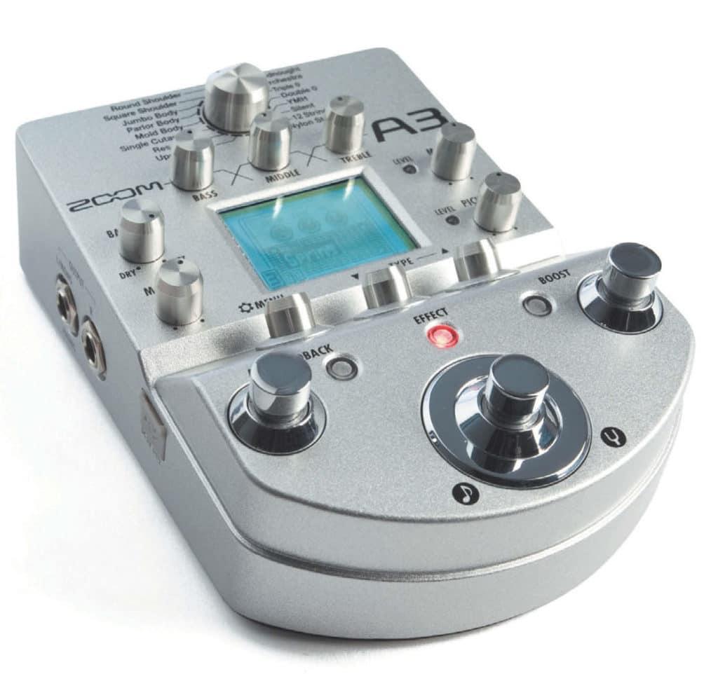Preamp- und Multieffekt- Modeling-Pedal für Akustik-Gitarre von Zoom, mattsilber