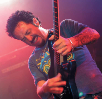 Steve Lukather mit Gitarre