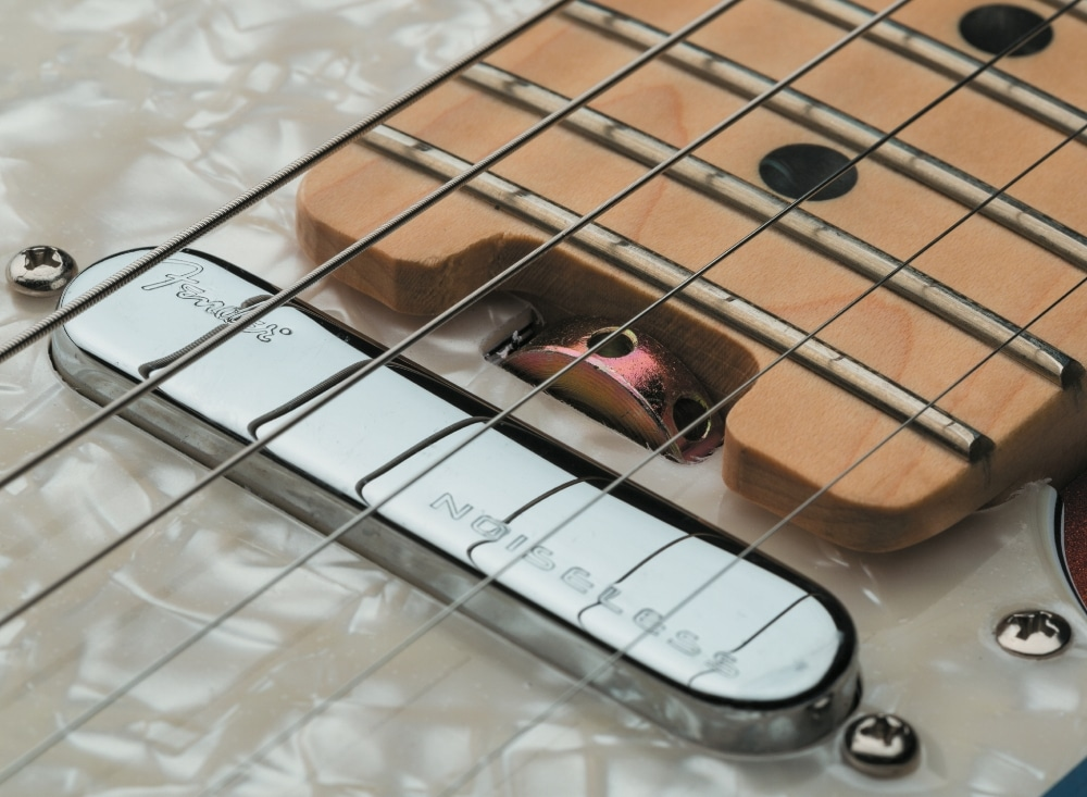 Fender American Elite Strat_03