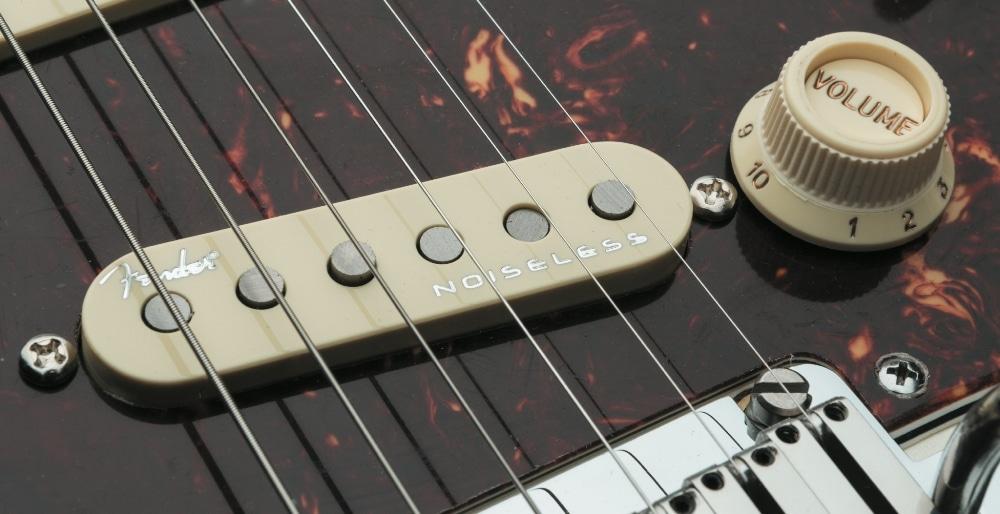 Fender American Elite Strat_04