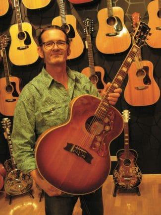 Detlev mit einer schönen Gibson J200 von 1974