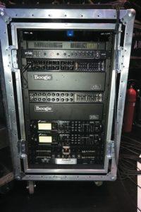 Petruccis Rack u.a. mit Mesa/Boogie JP- 2C und EL84, Fractal Audio Axe FX-II und Cry Baby Custom WahWah, von vorne und hinten