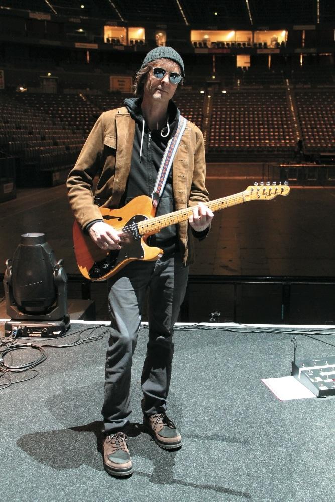 Waaktaar-Savoy mit seiner Fender Telecaster Thinline