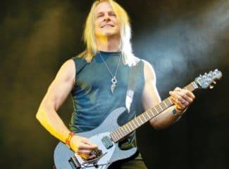 Steve Morse mit seiner Gitarre