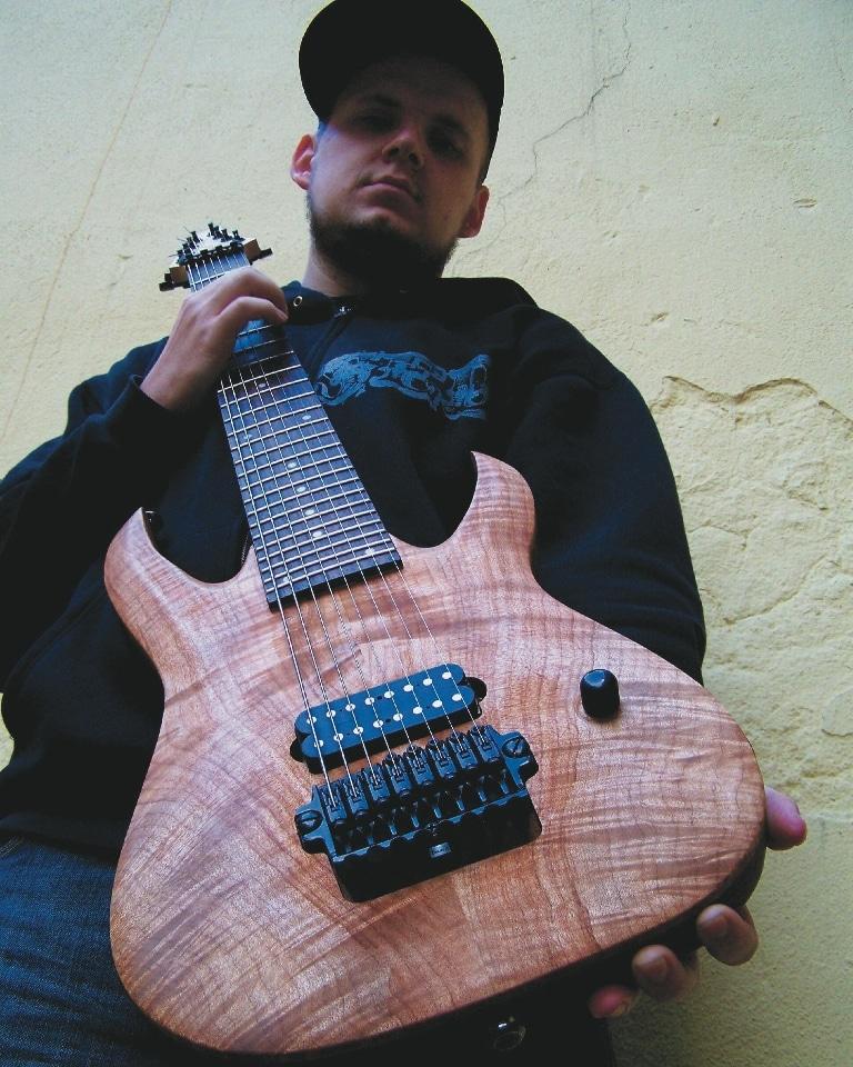 Der Autor mit seiner ersten 8-String im Jahre 2010