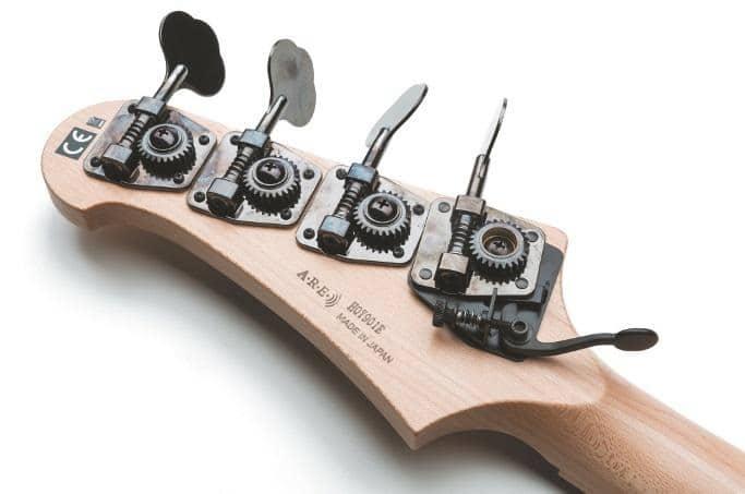 billy-sheehan-besteck-bass-d-tuner