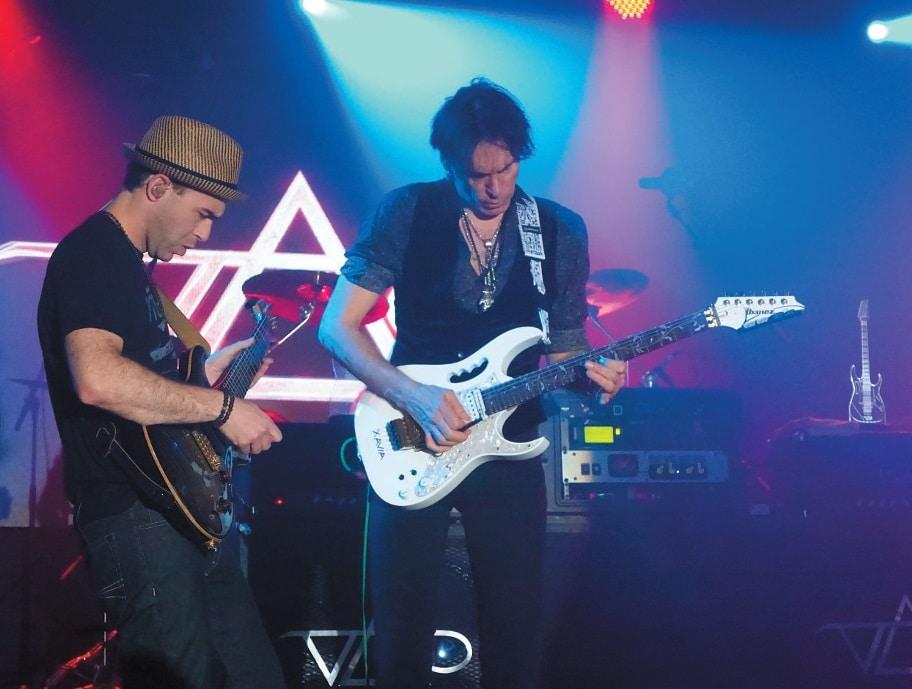 Steve Vai und Dave Weiner auf der Bühne
